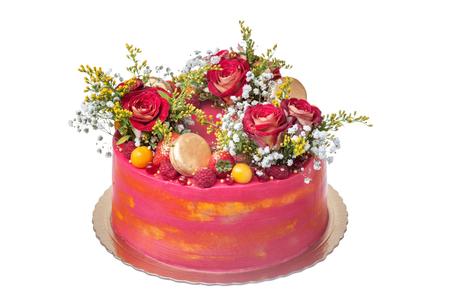Foto de Cake for a wedding, from flowers of roses, marshmallow and fruit. - Imagen libre de derechos