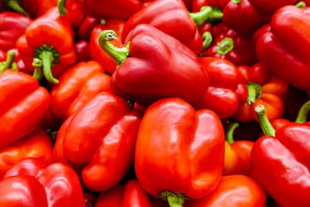 Foto für New crop of juicy red bell pepper. Fresh vegetables, healthy food - Lizenzfreies Bild