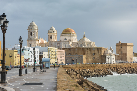 Foto de Cathedral of the Holy Cross in Cadiz. Architectural landmark on the Atlantic coast of Andalusia in Spain. - Imagen libre de derechos