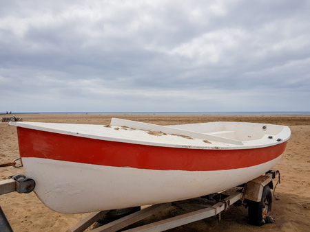 Photo pour a boat on land with white and red paint colors and on its extraction trolley - image libre de droit