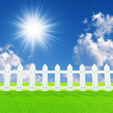 Photo pour white fence on a summer lawn in a sun day - image libre de droit
