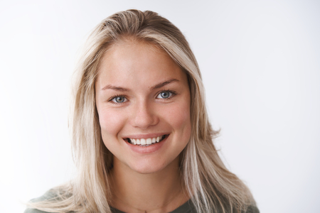 Photo pour Headshot of pleasant carefree charming european woman with tanned skin white teeth smiling cute at camera, being friendly and positive staying optimistic against white background - image libre de droit