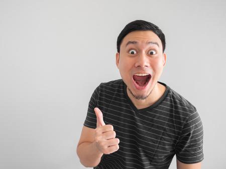 Photo pour Shock and surprise face of Asian man point on empty space. - image libre de droit