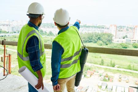 Photo pour Construction engineers contemplating next residential district - image libre de droit