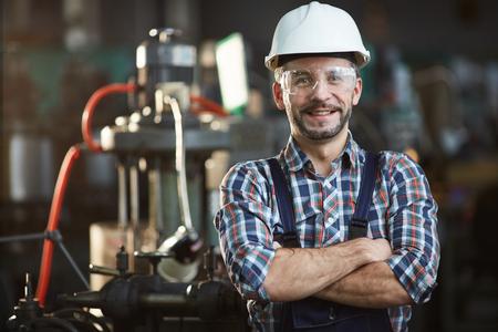 Photo pour Worker Wearing Hardhat - image libre de droit