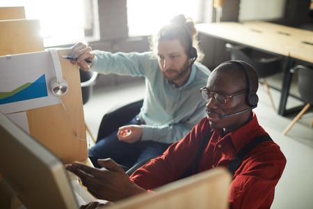 Photo pour Office Workers in Cubicles - image libre de droit