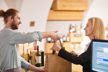 Photo pour Wine Shop - image libre de droit