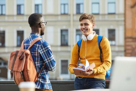 Photo pour Waist up portrait of two students chatting joyfully during break outdoors, copy space - image libre de droit