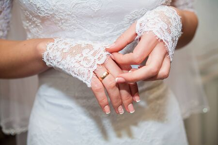 Foto de Beautiful bride's hands in white gloves close-up - Imagen libre de derechos