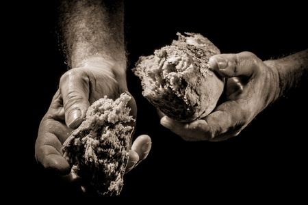 Photo pour The sharing of bread as a concept of helping the poor - image libre de droit