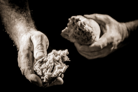 Photo pour Human hand sharing with bread as charitable action - image libre de droit