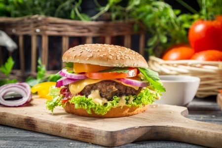 Foto de Closeup of burger made from vegetables and beef - Imagen libre de derechos