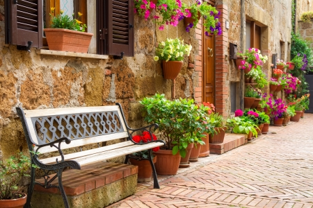 Photo pour Beautiful street decorated with flowers in Italy - image libre de droit