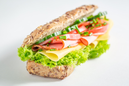 Photo pour Tasty roll with cheese, ham and cucumber for breakfast - image libre de droit