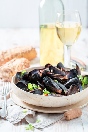 Foto de Homemade mussels served with cold white wine - Imagen libre de derechos