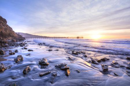Foto de Colorfully vivid scenic southern California beach featuring Scripps pier in La Jolla at sunset with beautiful relfections - Imagen libre de derechos
