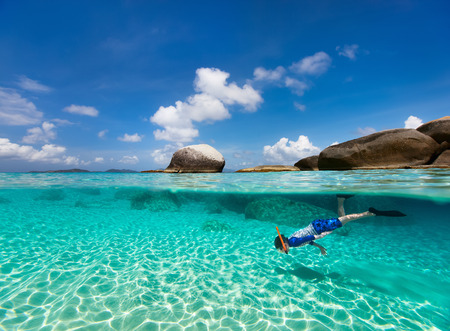 Photo pour Split photo of little boy snorkeling in turquoise ocean water at tropical island of Virgin Gorda, British Virgin Islands, Caribbean - image libre de droit