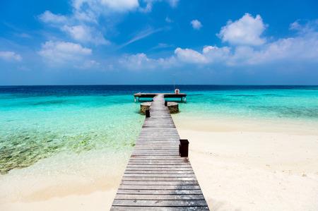 Photo pour Beautiful tropical beach on exotic island at Maldives - image libre de droit