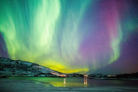 Photo pour Incredible Northern lights Aurora Borealis activity above the coast in Norway - image libre de droit