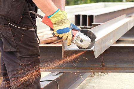 Photo pour Man cuts flex steel products - image libre de droit