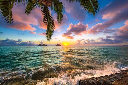 Foto de Beautiful sunrise in Kailua at Lanikai Beach - Imagen libre de derechos
