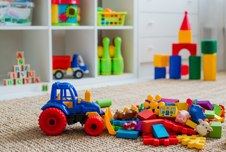 Foto de Children's playroom with plastic colorful educational blocks toys. Games floor for preschoolers kindergarten. interior children's room. Free space. background mock up - Imagen libre de derechos