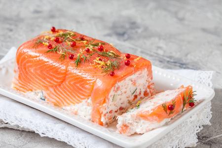 Foto de Delisius salmon terrine with cream cheese and cucumber - Imagen libre de derechos