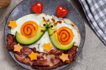 Foto de Fun food. Snails breakfast for Valentine day - Imagen libre de derechos