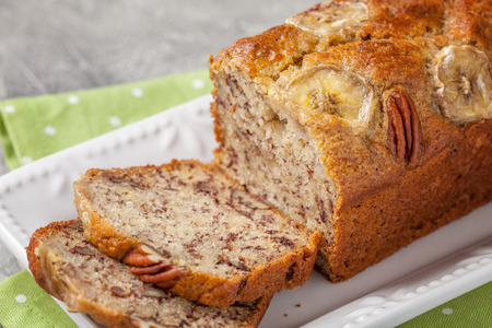Photo pour Sliced banana bread with a pecan nuts - image libre de droit