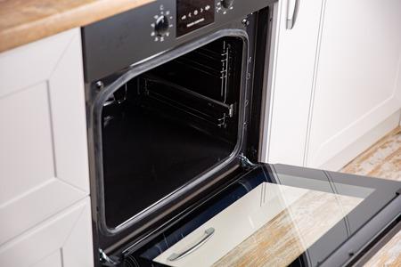 Photo pour New electric open oven in white modern kitchen - image libre de droit