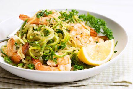 Foto de zucchini pasta with shrimps on white plate - Imagen libre de derechos