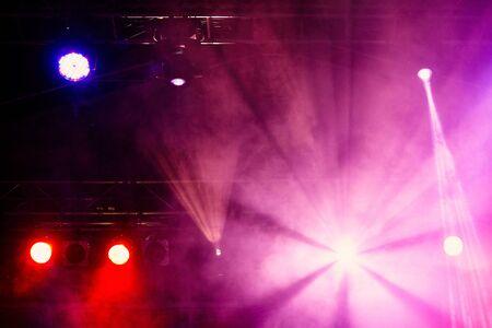 Photo pour Stage lights on concert. Concert light show - image libre de droit
