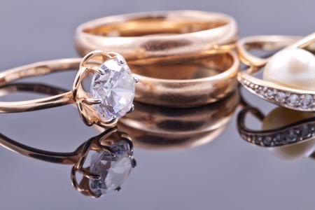 Photo pour Various women's gold rings: gemstone, Bridal and pearls - image libre de droit
