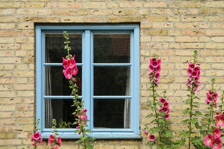 Photo pour The detail of a part of a facade of the Scandinavian house. - image libre de droit