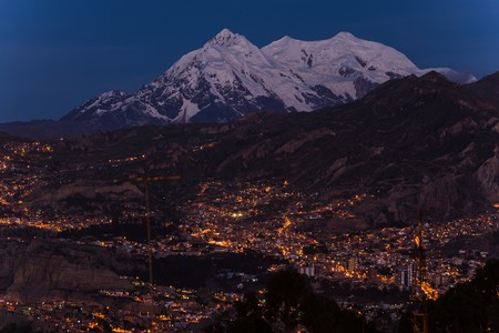 la paz located at roughly 4000m in the mountains of bolivia