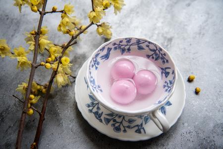 Foto de Traditional chinese sweet rice ball - Imagen libre de derechos