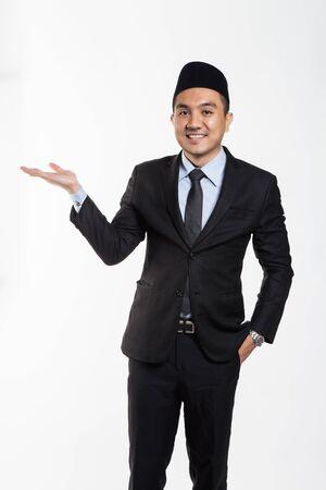 Photo pour Asian business man in suit and songkok put his hands out - image libre de droit
