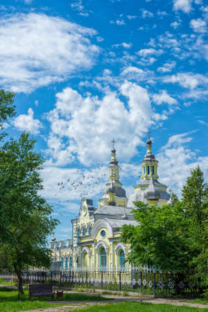 Photo pour A beautiful old building of the Russian Orthodox Church against the blue sky. Summer landscape - image libre de droit