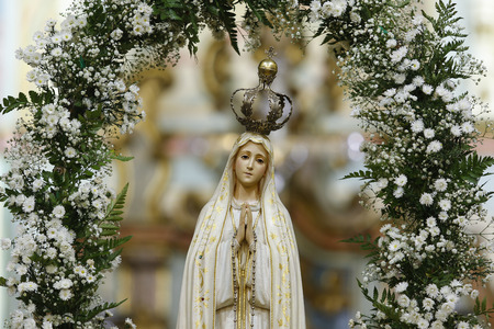 Photo pour Statue of the image of Our Lady of Fatima, mother of God in the Catholic religion, Our Lady of the Rosary of Fatima, Virgin Mary - image libre de droit