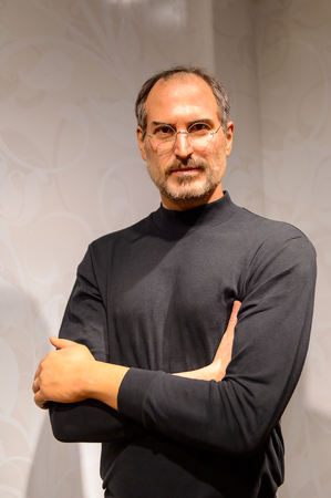 Photo pour BEIJING, CHINA - APR 6, 2016: Steve Jobs at Beijing Madame Tussauds wax museum. Marie Tussaud was born as Marie Grosholtz in 1761 - image libre de droit