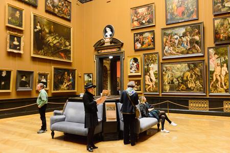 Foto de VIENNA, AUSTRIA - NOV 17, 2015: Gallery of the Kunsthistorisches Museum (Museum of Art History). It was open in 1891 - Imagen libre de derechos