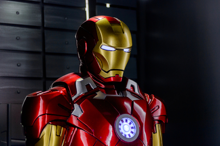Photo pour LAS VEGAS, NV, USA - SEP 20, 2017: Iron Man costume (from 2010 movie) at the Tony Stark base at the Avengers experience in Las Vegas. - image libre de droit