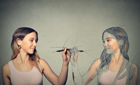 Foto de  Attractive young woman drawing a picture - Imagen libre de derechos