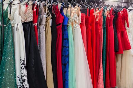 Photo pour Beautiful elegant evening dresses on hangers in the showroom. - image libre de droit