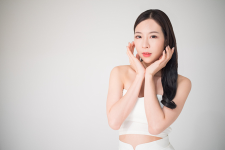 Photo pour Beautiful asian woman with skin care or facial care concept isolated on white background, beauty treatment surgery concept. Facial care and skin care is the part of beauty care for asian woman. - image libre de droit