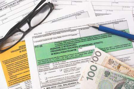 Photo pour Polish tax form. Finance, tax income, settlements concept - image libre de droit