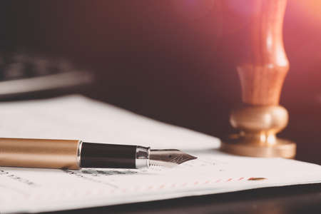 Photo pour Law, notary background theme. Fountain pen and handmade paper on desk - image libre de droit
