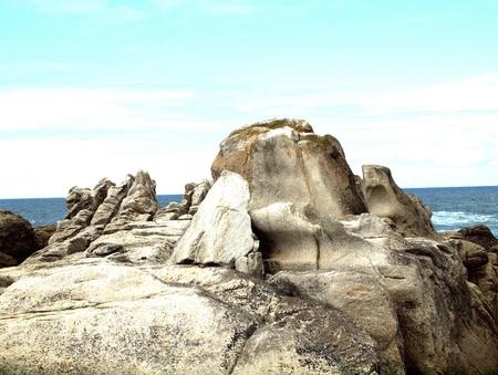 Felslandschaft mit Blick aufs Meer