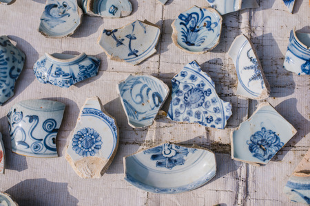 Blue and white porcelain pieces, pieces of antique porcelain is very expensive.