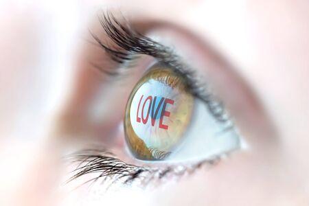 Photo pour Love reflection in eye. - image libre de droit